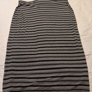 Old Navy Large black and white shirt